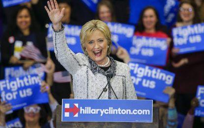 """Клинтън с голяма победа преди """"Супер Вторник"""""""