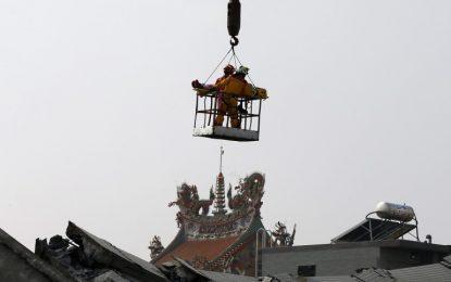 Земетръс 6.4 по Рихтер в Тайван взе жертви и рани стотици (видео)