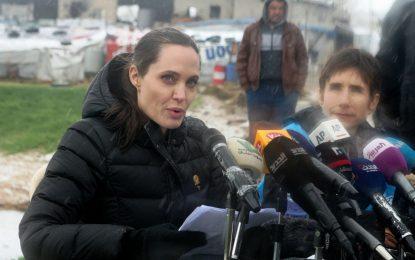 Анджелина Джоли притеснена, че светът предава бежанците