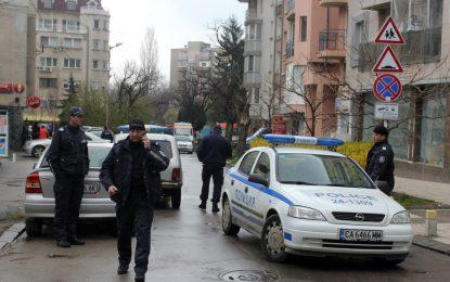 Полицията обезвреди мъжа, който се барикадира в апартамента си