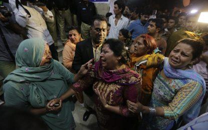 Бомбен атентат уби десетки в Пакистан