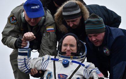 Американец и руснак се върнаха на Земята след година в Космоса