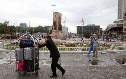 Атентатите в Турция отказват туристите от летни почивки