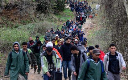 Властта оглежда за бежански лагер, Кресна протестира