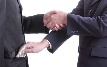 """Българите подкрепят """"стоп""""-а за обществени поръчки. Но не вярват, че е бой с корупцията"""