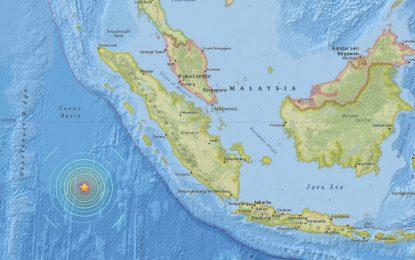 Опасност от цунами след мощен земетръс в Индонезия