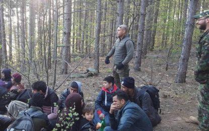 Бургаски патриоти задържаха 23 афганистанци