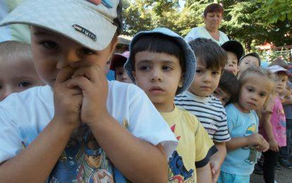 Лелки крадат храна от детски градини