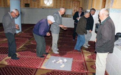 Мюсюлмани събират пари за лечение на свещеник в Ардино