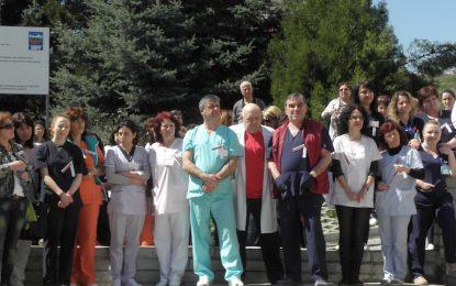 Лекарите спират протестите