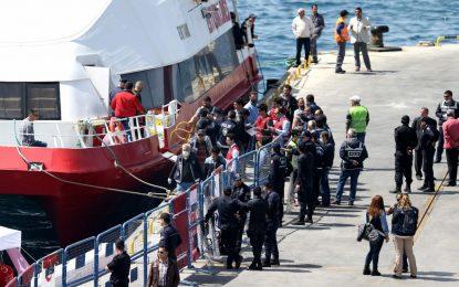 ЕС и Турция си размениха първите мигранти (галерия)