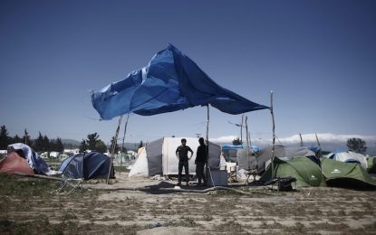 Гърция върна два ферибота с мигранти на Турция