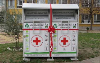 12 контейнера за стари дрехи вече има в София