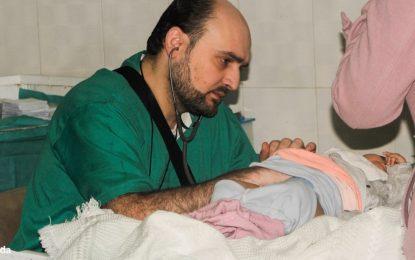 Лекарят, който даде живота си за децата в Алепо