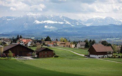 Швейцарскo село плати $300 000 глоба – и отказа бежанци