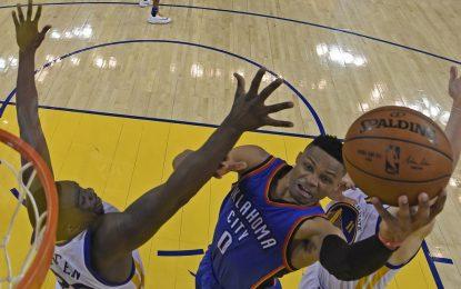 Избрано от НБА: Дюрант и Уестбрук пречупиха шампионите в залата им