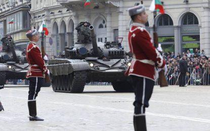 """За новите """"дрехи"""" на армията – и ретро парада на Гергьовден"""