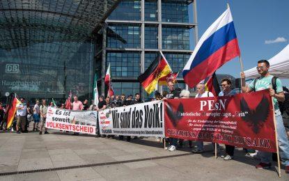 Протест и контрапротест за бежанците в Берлин