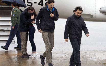Освободените испански журналисти кацнаха в Мадрид
