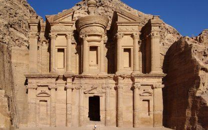 Пясъците край Петра крият сгради на 2150 години