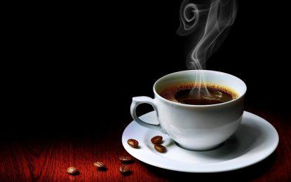 Горещите напитки причиняват рак. Кафето – не