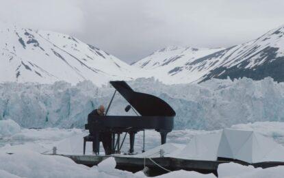 Плаващо пиано в Арктика свири за спасяването й