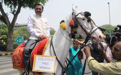 Индия прахосмуче Делхи за $3 милиарда