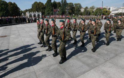 Полша набира 35 000 наемници заради Русия
