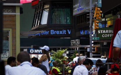 Трета агенция понижи кредитния рейтинг на Великобритания