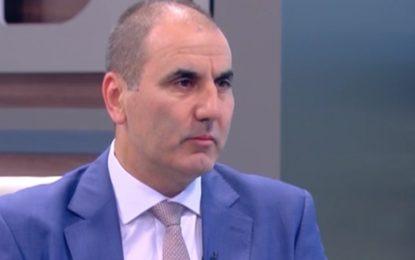 """Кабинетът """"Орешарски"""" разпънал политически чадър над Митьо Очите"""