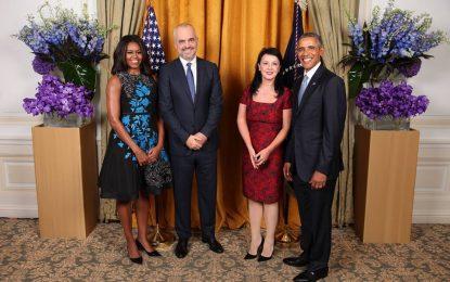 Премиерът на Албания е платил $80 000 за снимка с Обама