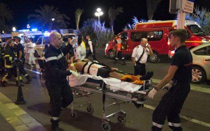 Терорист с камион уби най-малко 80 души в Ница