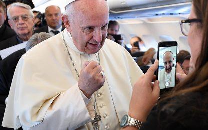 Светът е във война на интереси, а не на религии, смята Папата