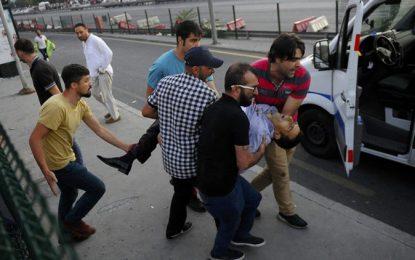 Над 1500 военни в ареста, парламентът в Турция заседава извънредно