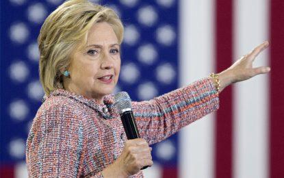 Пневмония прекъсна кампанията на Хилари Клинтън