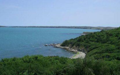 Бизнесмени си оградиха частен плаж в Атия