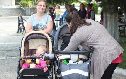 Работещите майки с бонус от НОИ към заплатата си