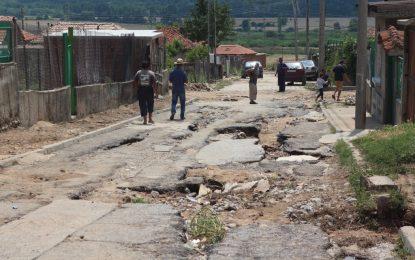 Карловско село се съвзема след пороя, наводнил 70 къщи