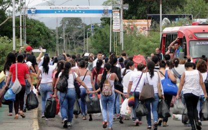 Хиляди се втурнаха за храна, след като Венецуела отвори границата с Колумбия