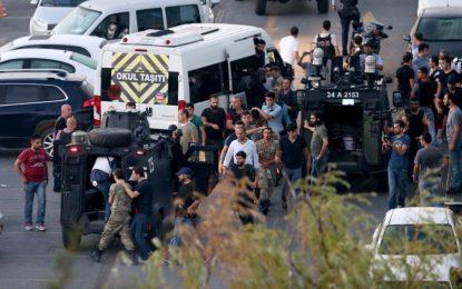 Турция арестува близо 3000 военни, 8 избягаха в Гърция с хеликоптер