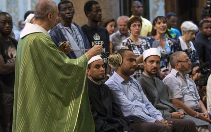 Европейска солидарност: Мюсюлмани на църква с католици