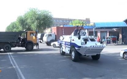 Въоръжени взеха полицаи за заложници в Ереван