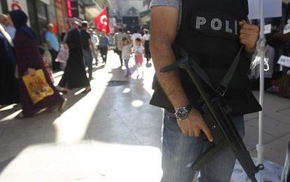 Турция нахлу в офисите на десетки фирми свързани с Гюлен