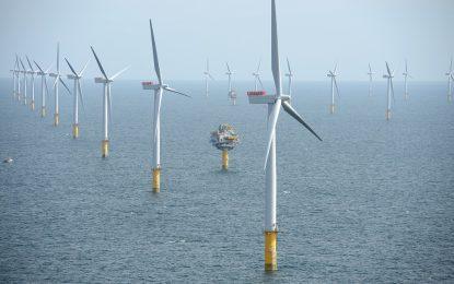 Великобритания строи най-голямата вятърна централа в света