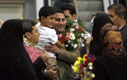 Екзекуция на иранец за ядрен шпионаж удари по Клинтън