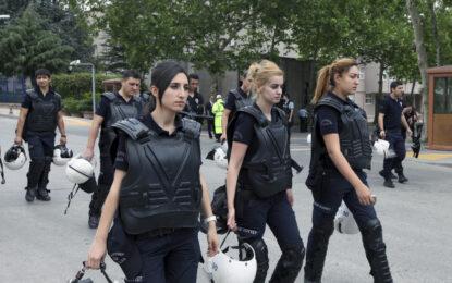Турция разреши на жените-полицаи да носят забрадки