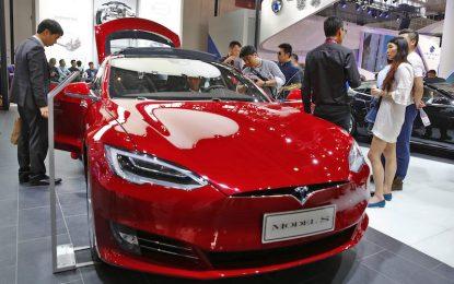 Катастрофа смени превода на Tesla за автопилот в Китай