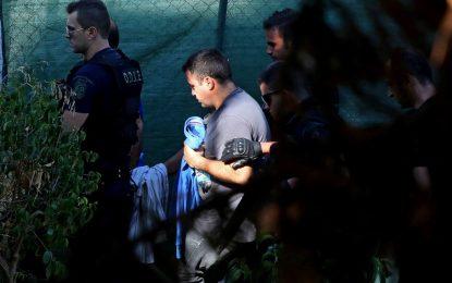 Атина няма да върне 8-те военни на Турция поне до края на годината