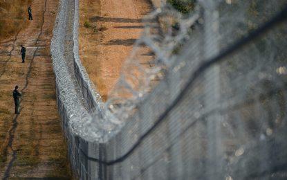 Всички стени по границите си приличат