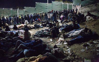 Гърция настанява бежанци на кораб